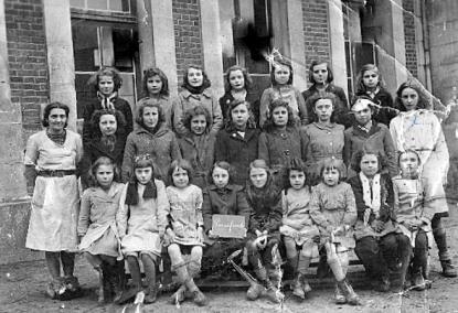 Ecole des filles de Pierrefonds année 1947